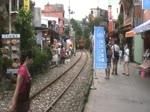 Am 31.Mai 2014 fahren nahe der Shifen Station die aus DRC1000 bestehenden Localtrains 4722 und 4721 durch die gleichnamige Ortschaft.
