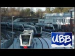 Stadler GTW fährt in Richtung Züssow und dem Triebwagen dabei von der Ahlbecker Fussgängerbrücke aufs Dach geschaut. Danach ist die Ein- und Ausfahrt in den Bahnhof Bansin Seebad zu sehen und zum Schluss fährt der UBB Triebwa ...