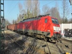 Güterzug mit 189 048 am 16. Februar 2015 bei der Fahrt durch Bochum-Hamme.