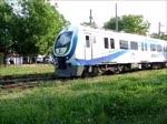 Elektrischer Triebzug E23030 der ADARAY von Arifiye nach Adapazari/Sakarya bei der Einfahrt in den Kopfbahnhof Adapazari, 24.4.16.