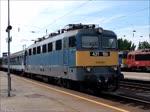 Von einer geheimnisvollen Kraft getrieben, verl�sst die abgeb�gelte 431-100 mit ihrem D-Zug der MAV-START den Bahnhof Nyiregyhaza, 29. Mai 2016