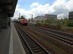 Ein Güterzug bespannt mit Baureihe 189-019-3 durchfährt den S - Bahnhof Dresden Dopritz in Richtung Dresden Hauptbahnhof am 02.05.2017
