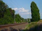 76 111 (SWT) fuhr am 19.07.17 mit einem leeren Schrottzug von Könitz nach Cheb (CZ). Die Züge fahren zur Zeit über Gera-Werdau und Plauen/V. oberer Bahnhof, da auf der Strecke Weida-Mehltheuer gebaut wird. Hier ist der Zug bei Plauen/V ...
