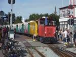 Lok 'Aurich' der Borkumer Kleinbahn verlässt den Borkumer Bahnhof Richtung Fähranleger 1.8.2017