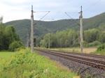132 334-4 (EBS) fuhr am 05.08.17 einen Holzzug durch Remschütz nach Saalfeld/Saale.