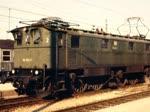 Szenen mit Lokomotiven der Reihe 116 an unterschiedlichen Orten in den 1970er Jahren.