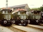 Szenen mit Lokomotiven der Reihe 144 an unterschiedlichen Orten in den 1970er Jahren.