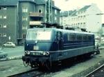 Die 184 112 bringt in den frühen Morgenstunden den historischen Rheingold am 23. Oktober 1977 zum Dampflokabschied auf der Emslandstrecke nach Rheine. (Deu digitalisierte Version. Die alte Fassung des Films wurde 1200 mal aufgerufen.)
