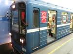 Abfahrt einer U-Bahn in der Station Сенная площадь (Sennaya Ploschad), Sankt Petersburg, 16.7.17
