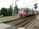ЭT2MЛ (ET2ML) 077 bei der Ausfahrt im Bahnhof Strelna, nahe St. Petersburg, 3.9.17