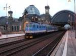 An den Adventwochenenden fährt die České dráhy einen OS von Ústí nad Labem nach Dresden. Hier steht der RE/OS 5277 mit 371 201-5 in Dresden Hbf zur Abfahrt nach Ústí nad Labem bereit.