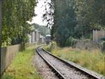 Einfahrt des Triebwagens M79900, einem British Rail Derby Lightweight, nach Lydney Town, 11.9.2016  Neben diesem Einzelwagen ist noch eine zweiteilige Einheit erhalten geblieben. Beide sind bei der Ecclesbourne Valley Railway zu Hause; doch nur die ...