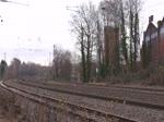 Eschweiler Hbf am 10/12/2016. 152 117-8 mit KLV kreuzt ausfahrenden RE mit 146 263.