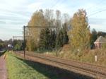Railpool/Lineas mit 186 452-9 zieht laut hupend einen gemischten Güterzug durch Hoeselt Richtung Tongeren und weiter Aachen-West. Aufgenommen am 03/11/2018.