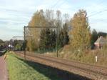 266 066-0 alias PB15 von Crossrail rollt mit einem langen Containerzug durch Hoeselt in Richtung Tongeren und weiter Aachen-West. Aufgenommen am 03/11/2018.